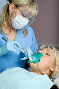 Лечение зубов при помощи лазера