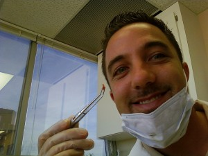 Болит зуб под пломбой – что делать?